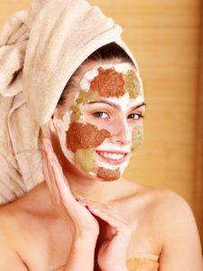 Gesichtsreinigung gegen unreine Haut. Mach' den Produkte Check! | Bildquelle: Depositphotos / poznyakov