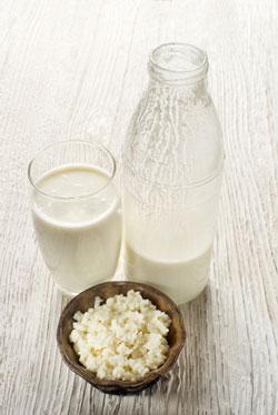 Ist was dran, dass Milch Pickel verursachen soll? Erfahre es hier bei reinehaut24!